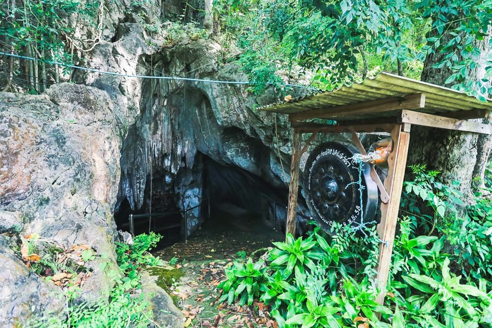 Luang Pha Wiang Cave